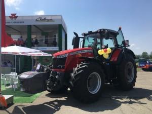 Колесен трактор MF8740S